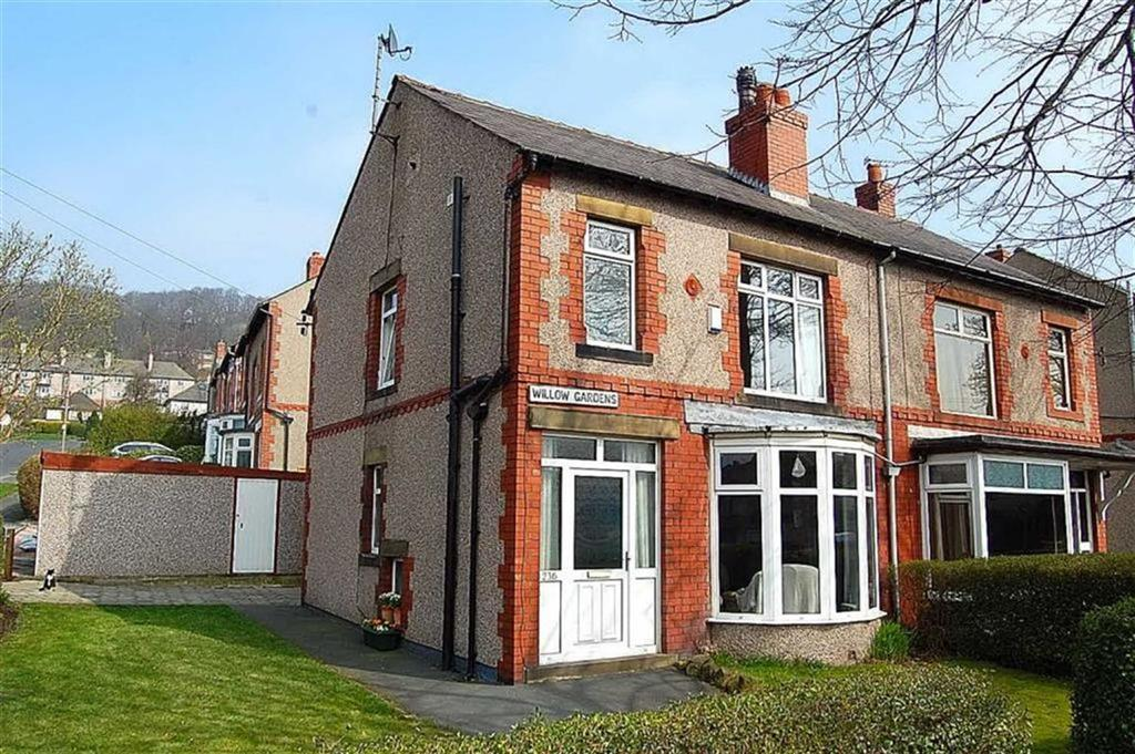 3 Bedrooms Semi Detached House for sale in Rochdale Road, Willowfield, Halifax, HX2