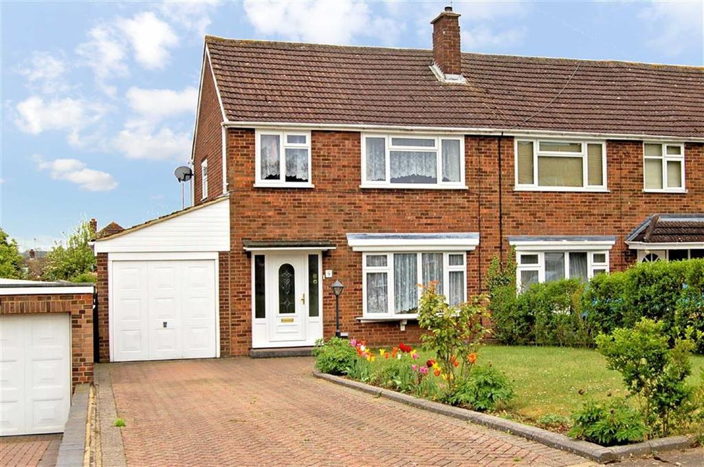 3 Bedrooms Semi Detached House for sale in Poplar Close, Hitchin, Hertfordshire