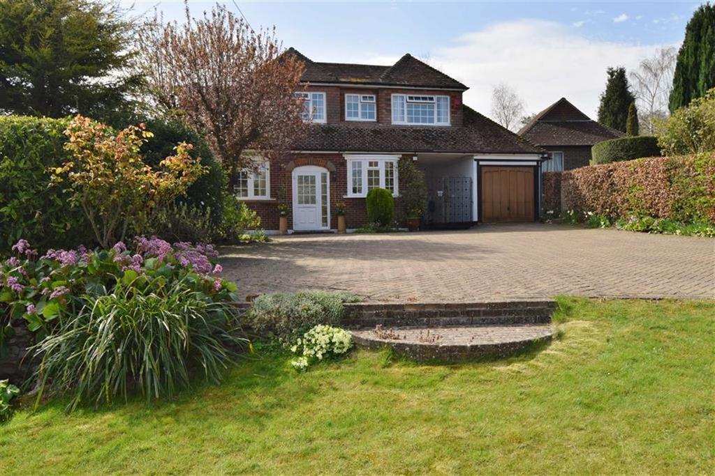 5 Bedrooms Detached House for sale in Folly Rise, Calfstock Lane, DA4