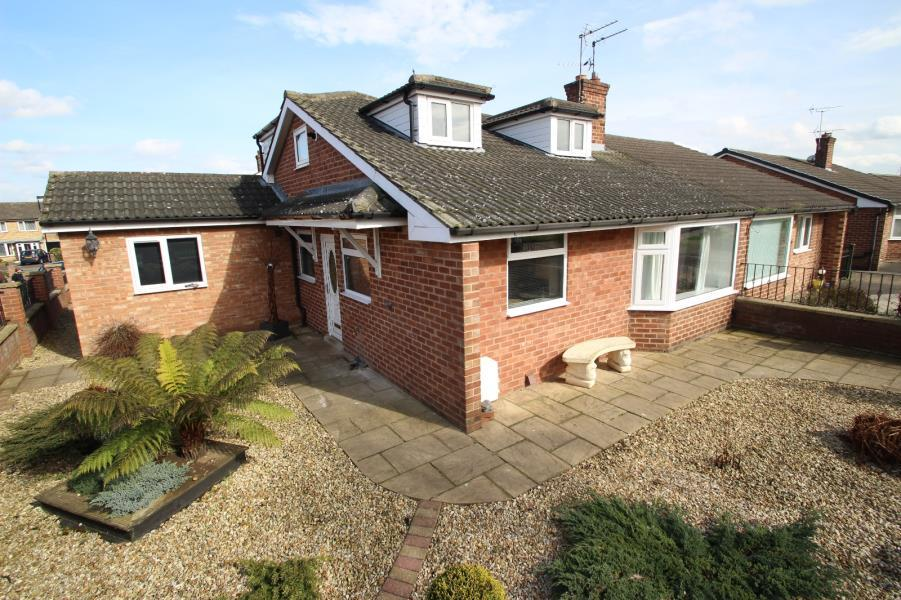 3 Bedrooms Semi Detached House for sale in SUSSEX ROAD, YORK, YO10 5HX