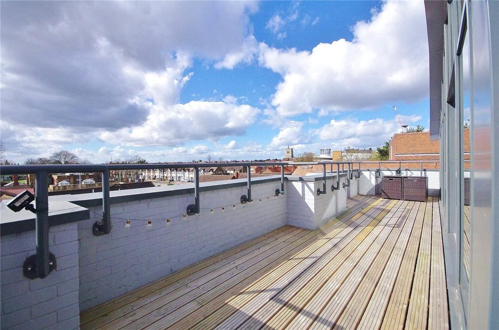 2 Bedrooms Apartment Flat for sale in Chiltern House, 24 King Street, Watford, Hertfordshire, WD18