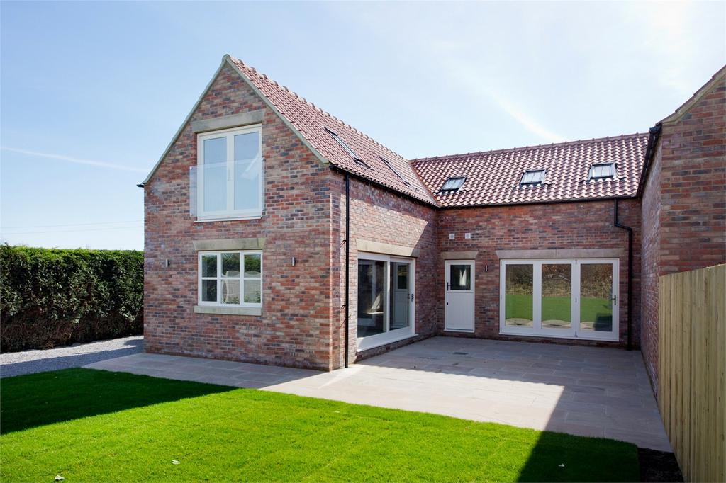 3 Bedrooms Semi Detached House for sale in Hutton House, Off Railway Street, Slingsby, York
