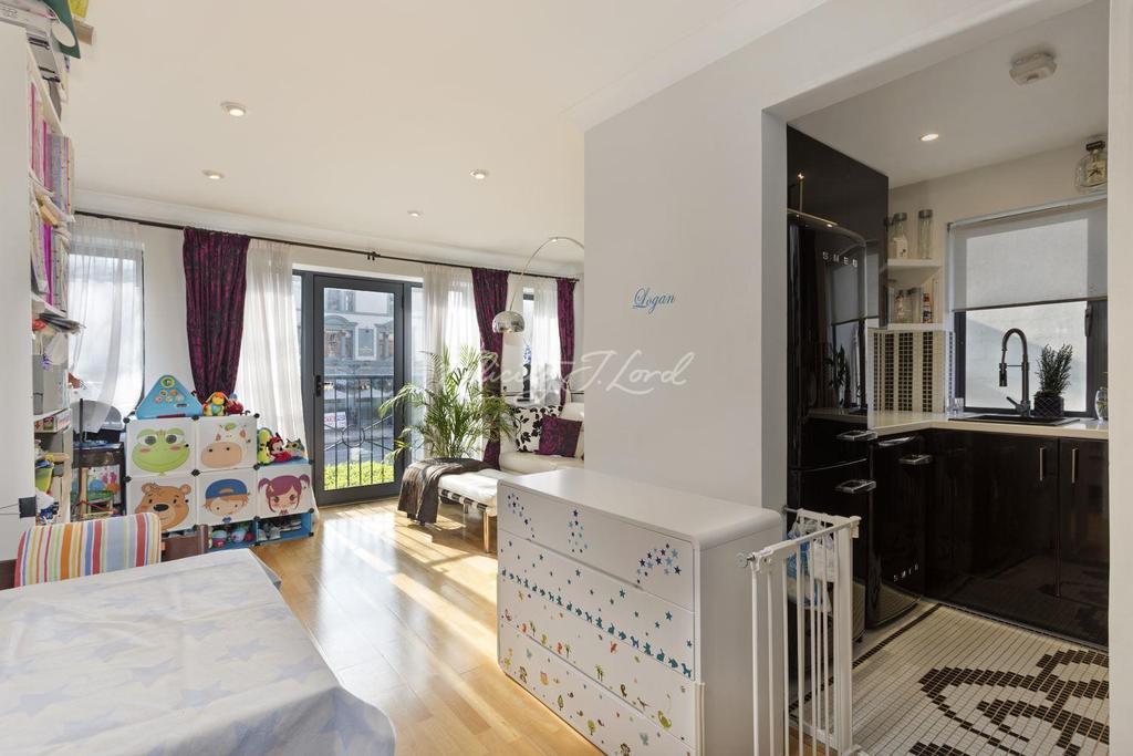 1 Bedroom Flat for sale in Sherard Court, Upper Holloway, N7