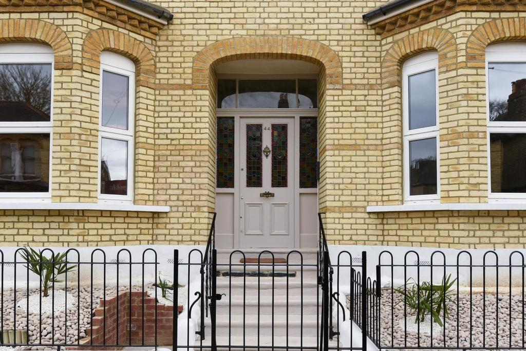 3 Bedrooms Flat for sale in Waldegrave Road, Crystal Palace, SE19