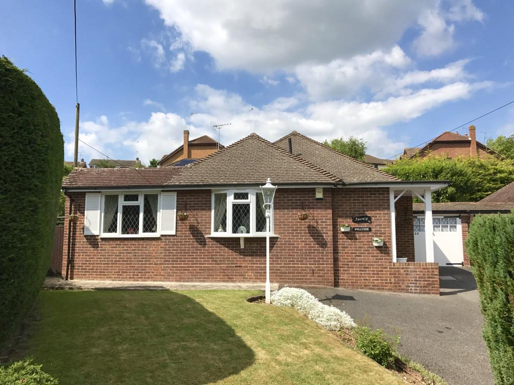 3 Bedrooms Bungalow for sale in Marlow Bottom Road