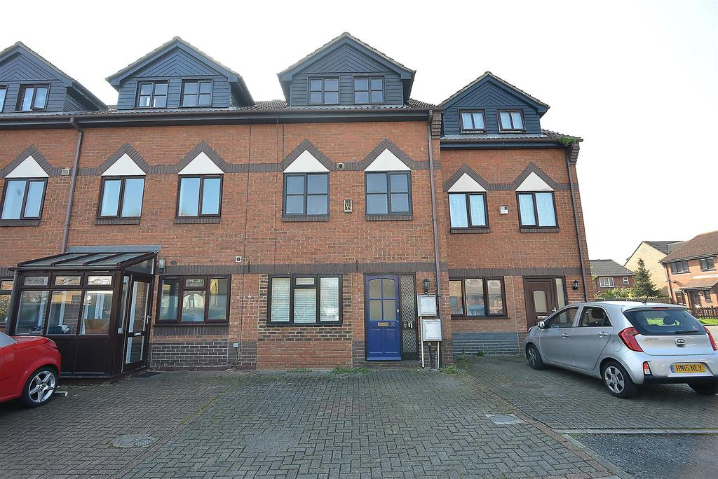 2 Bedrooms Flat for sale in Oakmead Place, Mitcham, CR4