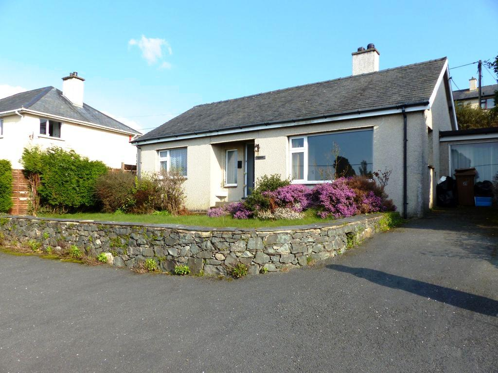 3 Bedrooms Bungalow for sale in Old Llanfair Road, Harlech, LL46