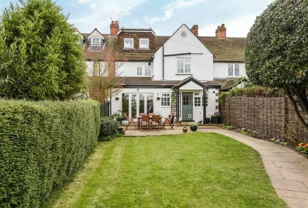4 Bedrooms House for sale in Ham Lane Old Windsor