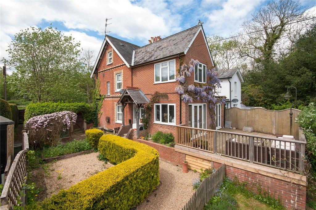 5 Bedrooms Semi Detached House for sale in Horsham Road, Mid Holmwood, Dorking, Surrey, RH5