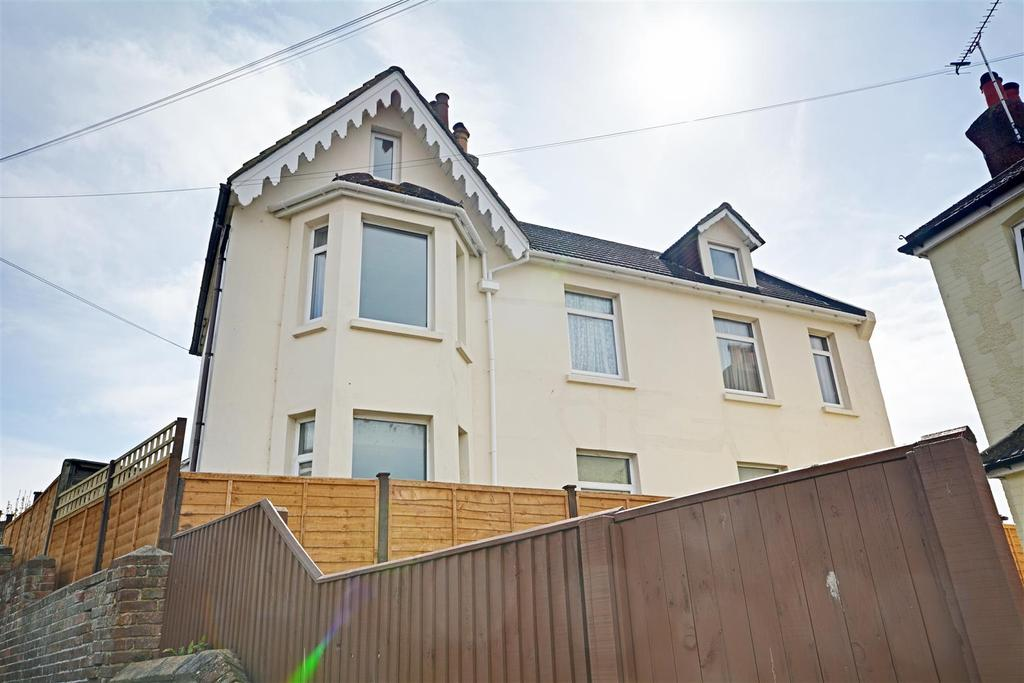 5 Bedrooms Detached House for sale in Chapel Path, Bexhill-On-Sea