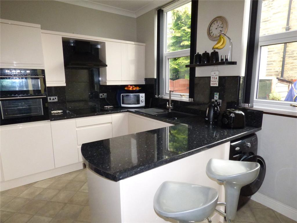2 Bedrooms Terraced House for sale in Old Bakery Court, 14 Valley Road, Cleckheaton, BD19