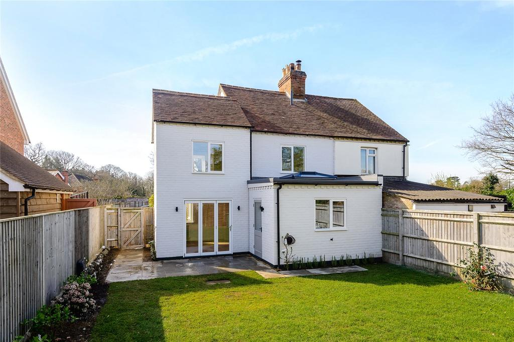 3 Bedrooms Semi Detached House for sale in Waterloo Cottages, Hatchet Lane, Winkfield, Windsor