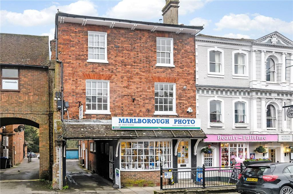 2 Bedrooms Maisonette Flat for sale in High Street, Marlborough, Wiltshire, SN8