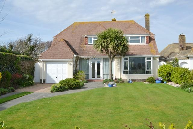 3 Bedrooms Chalet House for sale in Sea Drive, Ferring, West Sussex, BN12 5HD