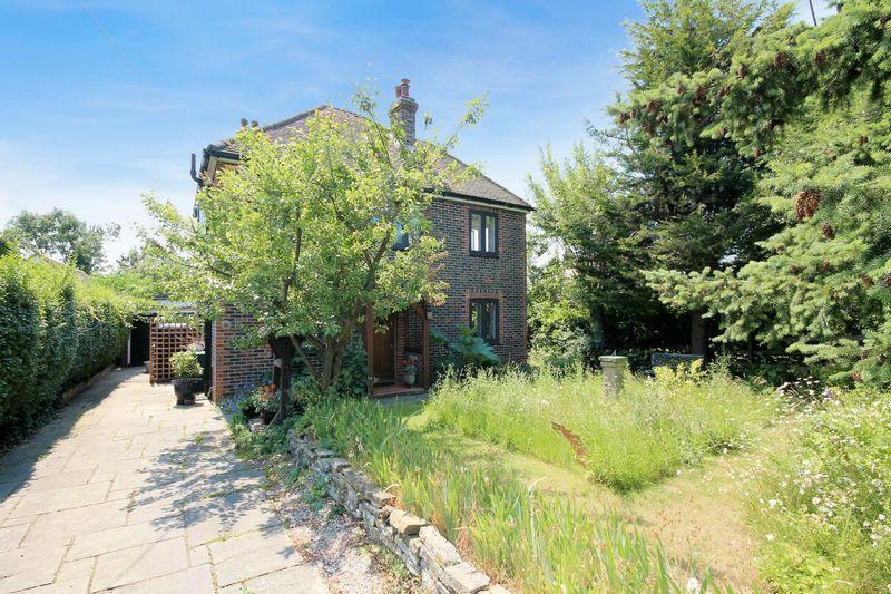 3 Bedrooms Detached House for sale in Newbridge Road West, Billingshurst