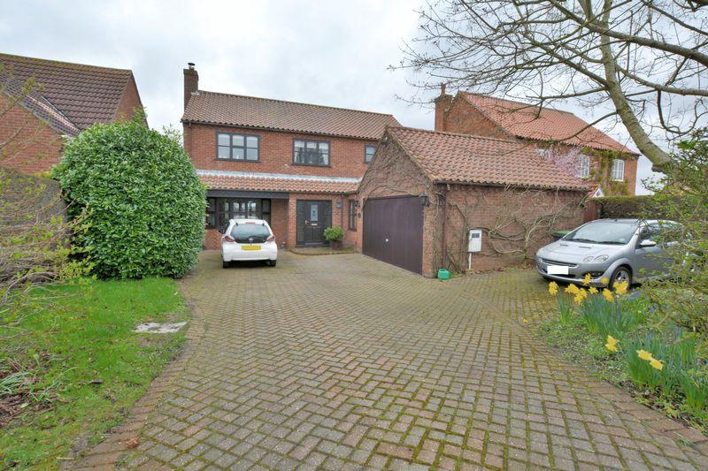 4 Bedrooms Detached House for sale in Lincoln Lane, Thorpe On The Hill, Lincoln