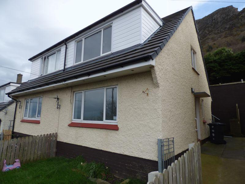 3 Bedrooms Semi Detached House for sale in Pendalar, Llanfairfechan