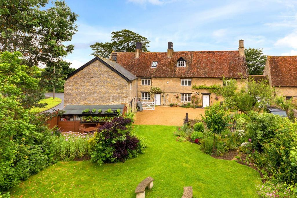 6 Bedrooms Farm House Character Property for sale in Milton Keynes
