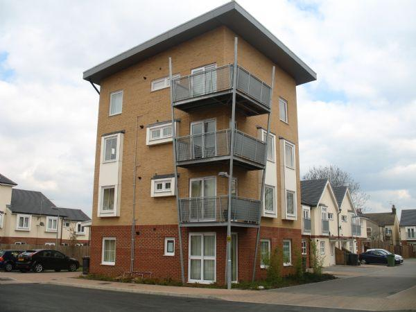 2 Bedrooms Flat for sale in Whitehall Close, BOREHAMWOOD, Herts, WD6 1GL