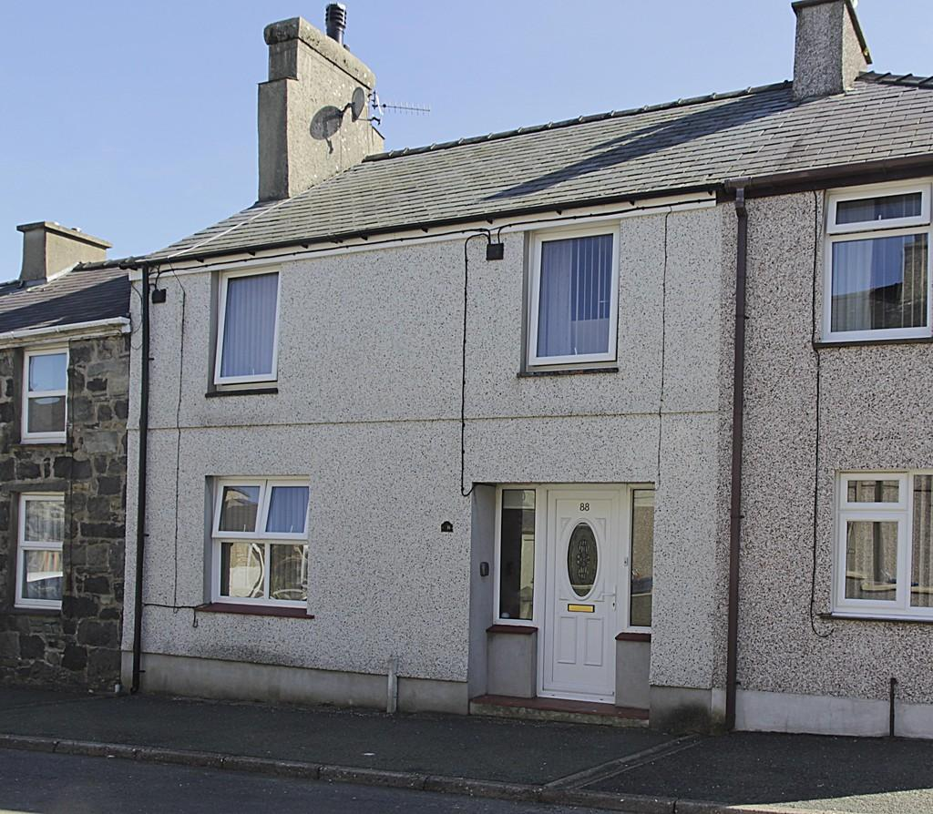 3 Bedrooms Terraced House for sale in Rhedyw Road,Llanllyfni, North Wales