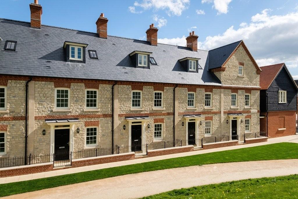 5 Bedrooms Town House for sale in Moat Lane, Towcester