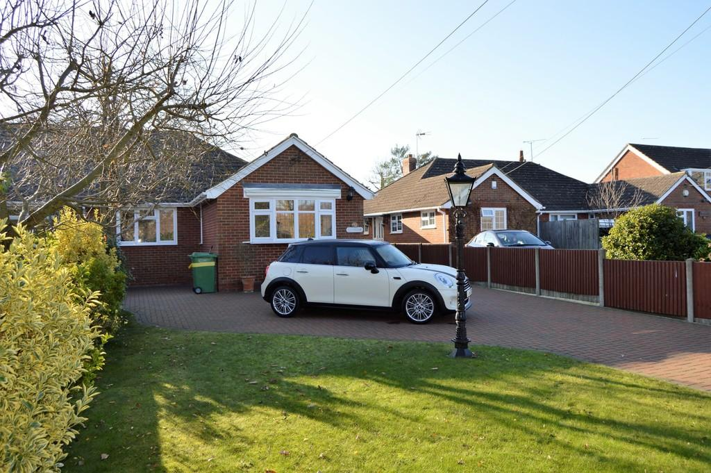 3 Bedrooms Semi Detached Bungalow for sale in Charlesford Avenue, Kingswood