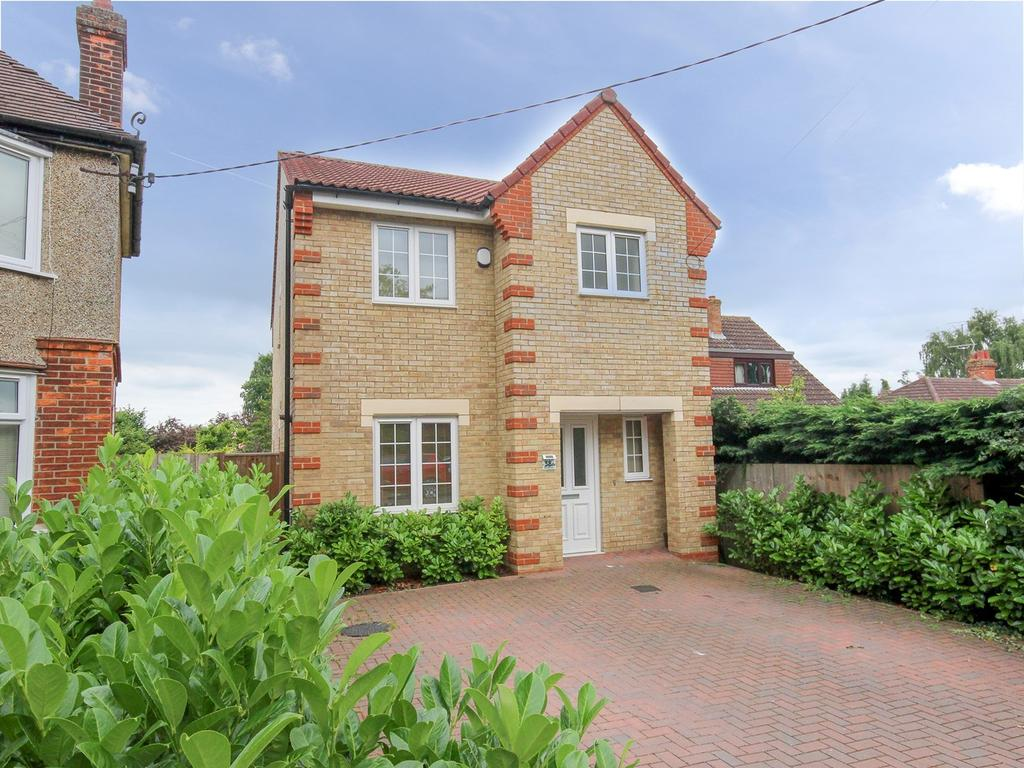 3 Bedrooms Detached House for sale in Ampthill Road, Flitwick, Bedford, MK45