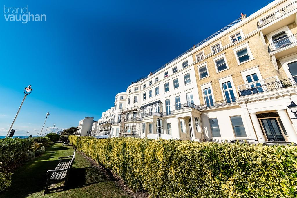 3 Bedrooms Apartment Flat for sale in Eastern Terrace, Brighton, BN2