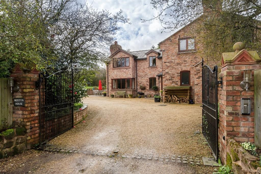 5 Bedrooms Detached House for sale in Mostyn House, Norley, WA6 8PA