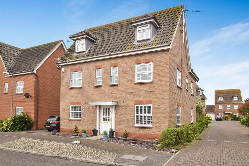 6 Bedrooms Detached House for sale in Saxmundham Way, Clacton-on-Sea, CO16 7PD