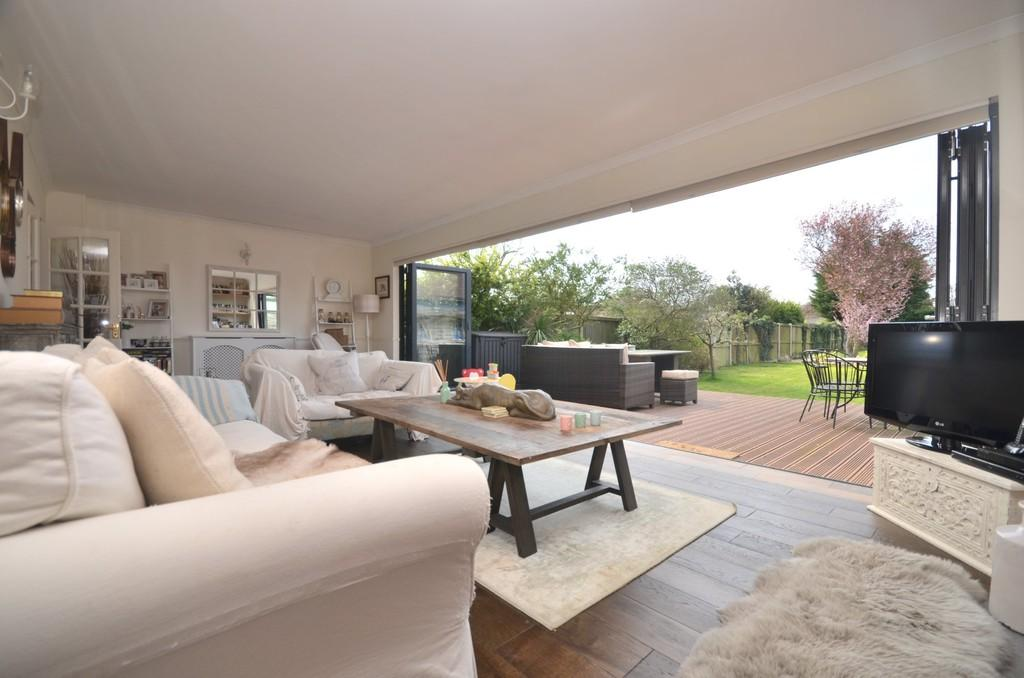 4 Bedrooms Detached Bungalow for sale in Suffolk Avenue, West Mersea, CO5 8ER