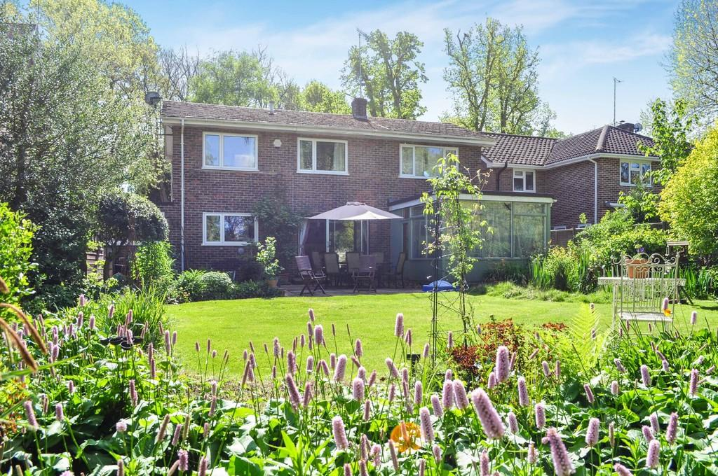 4 Bedrooms Detached House for sale in Milton Mount Avenue, Pound Hill