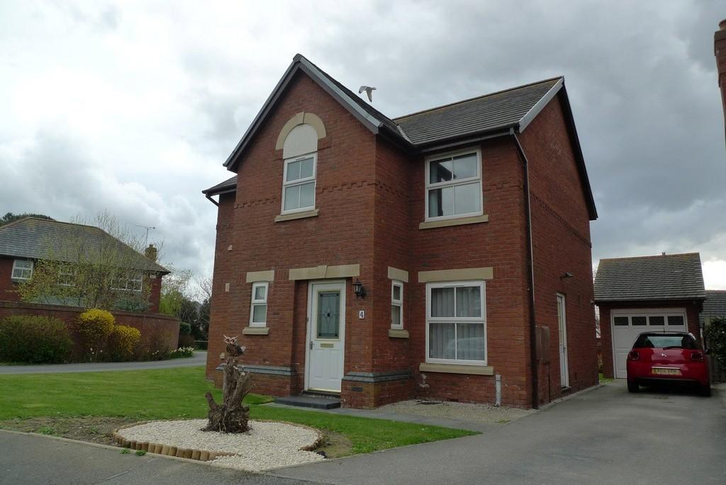 4 Bedrooms Detached House for sale in The Cloisters, Rhos On Sea