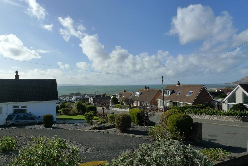 3 Bedrooms Detached Bungalow for sale in Hawes Drive, Deganwy