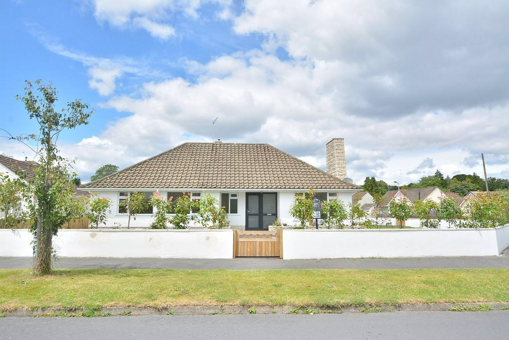3 Bedrooms Detached Bungalow for sale in Morden Avenue, Ferndown
