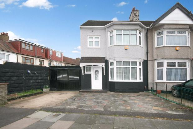 3 Bedrooms End Of Terrace House for sale in Shere Road, Ilford, IG2