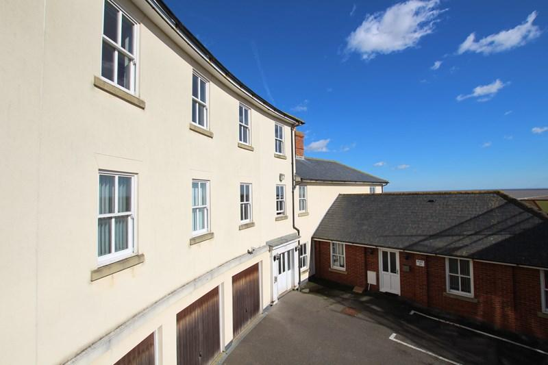 2 Bedrooms Flat for sale in The Parade, Walton On The Naze