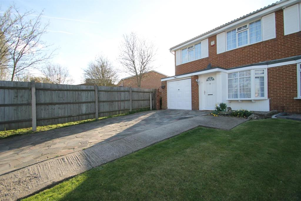 3 Bedrooms House for sale in Pear Tree Avenue, Ditton, Aylesford