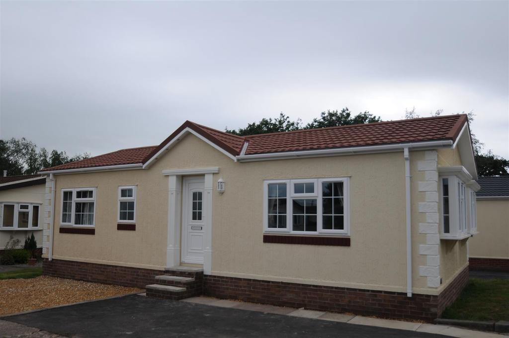 2 Bedrooms Park Home Mobile Home for sale in Nursery Park. Delamere Road, Norley