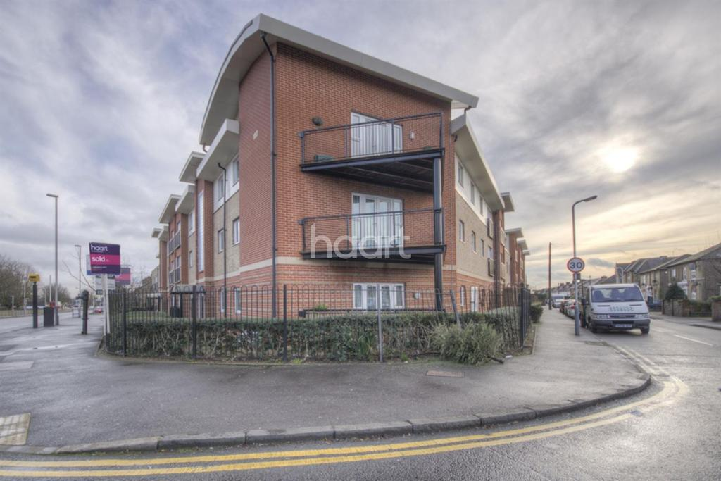 2 Bedrooms Flat for sale in Connaught Heights, Hillingdon