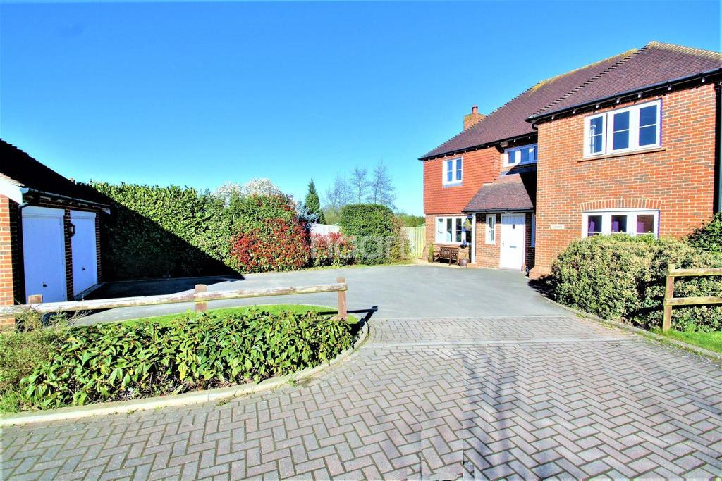 5 Bedrooms Detached House for sale in Pleasant Valley, East Farleigh, ME15