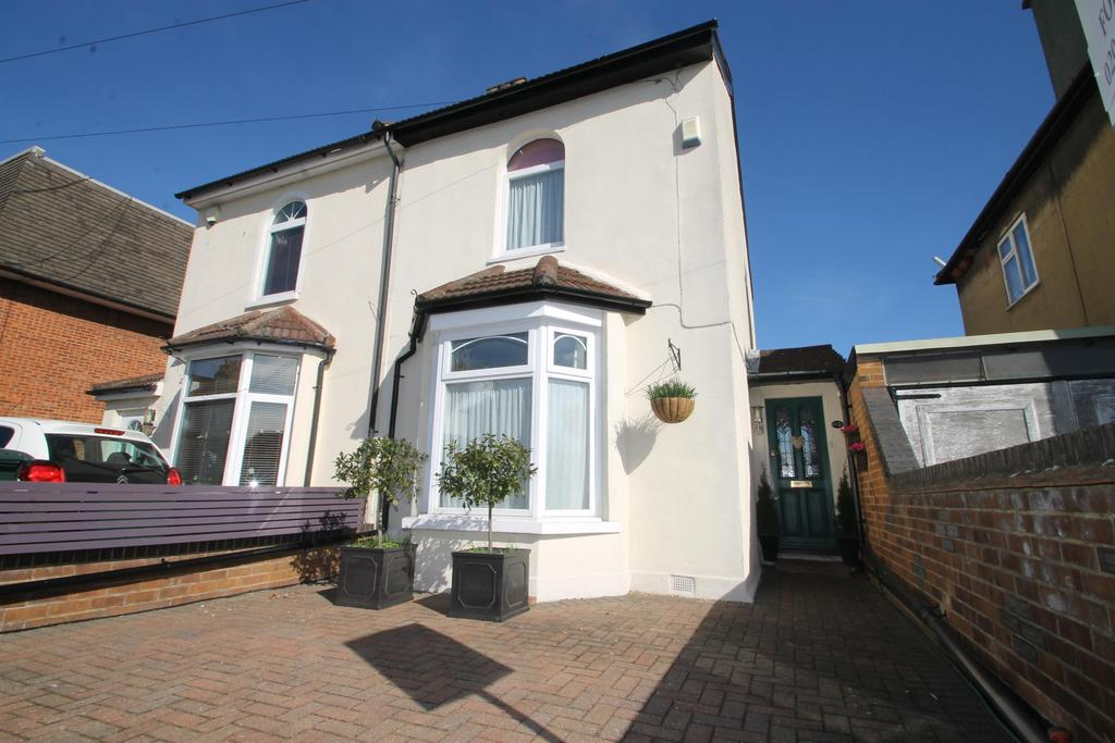 3 Bedrooms Semi Detached House for sale in Devonshire Road, Bexleyheath, Kent, DA6 8DL