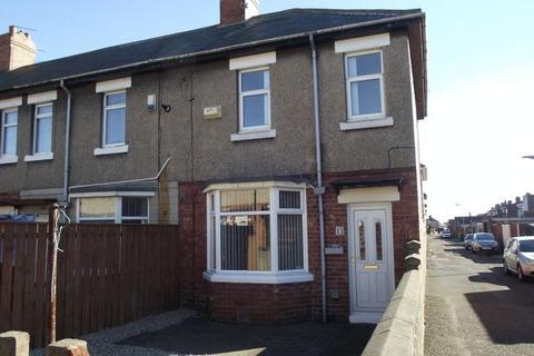 3 bedroom end of terrace house to rent - Cavendish Gardens, Ashington, Three Bedroom End Terraced House