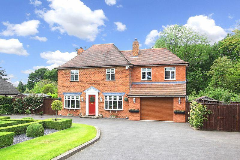 4 Bedrooms Detached House for sale in OAKEN, Strawmoor Lane