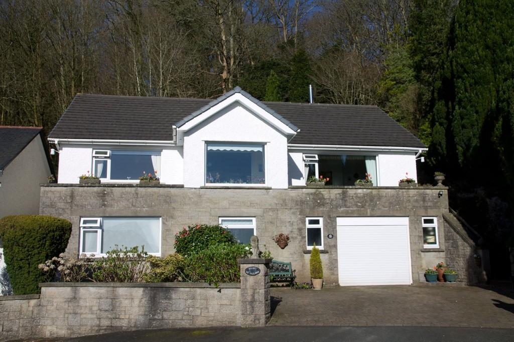 3 Bedrooms Detached House for sale in Stonelaws, 8 Nutwood Crescent, Grange-Over-Sands, Cumbria, LA11 6EZ.