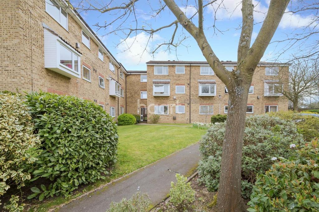 1 Bedroom Flat for sale in Aylsham Drive, Ickenham