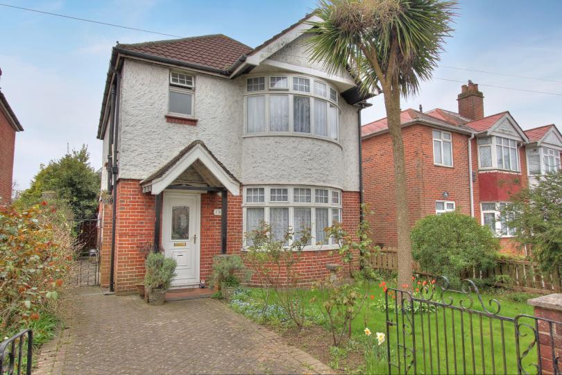 3 Bedrooms Detached House for sale in Leigh Road, Eastleigh