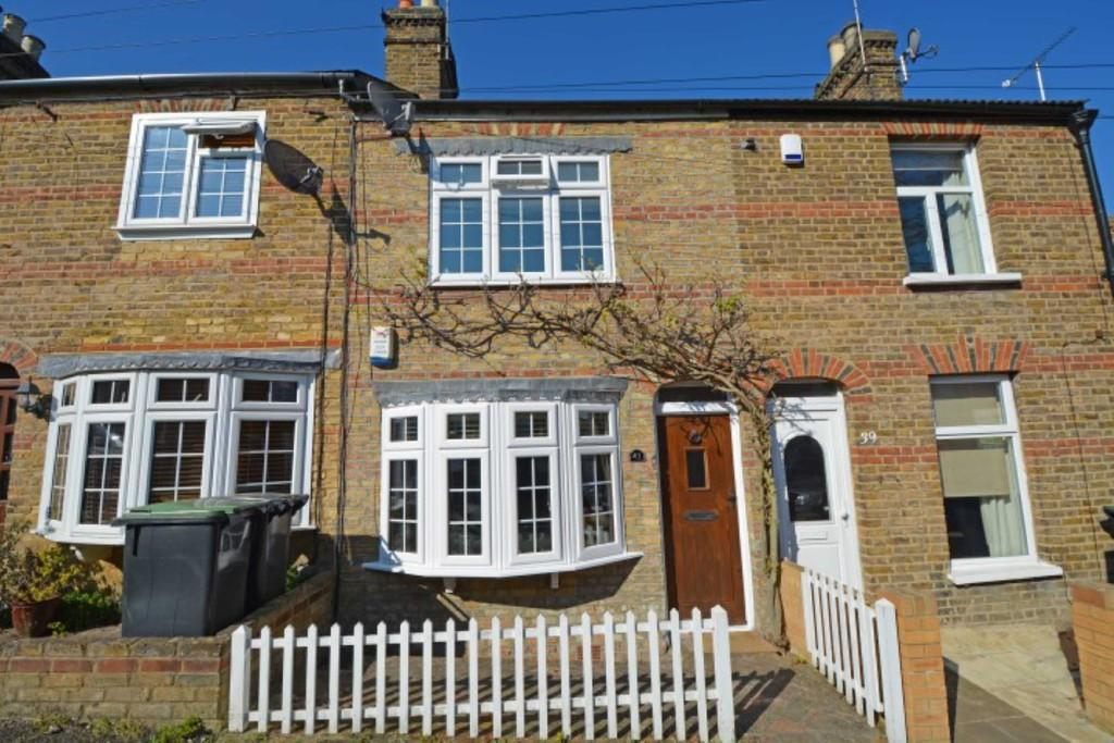 2 Bedrooms Terraced House for sale in Gladstone Road, Buckhurst Hill