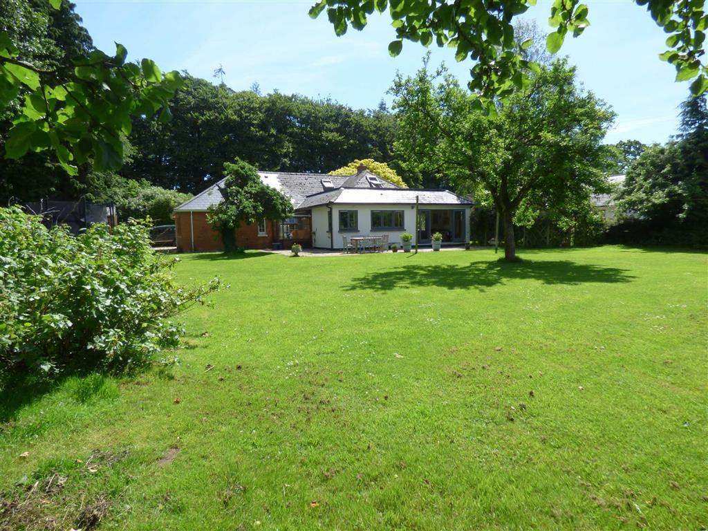 4 Bedrooms Bungalow for sale in Horn Road, Kentisbeare, Cullompton, Devon, EX15