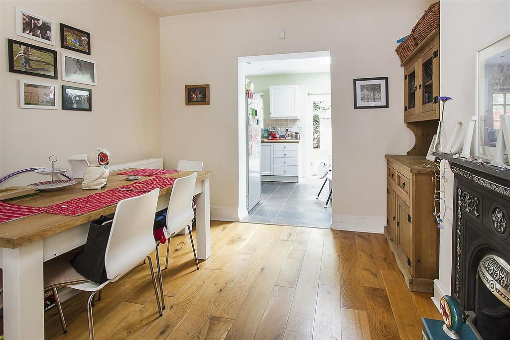 3 Bedrooms House for sale in Links Road, London, SW17